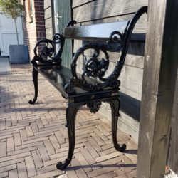 Bankje uit Zuiderpark zoekt roots