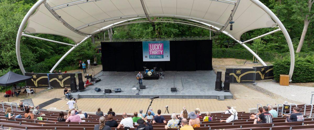 Uitverkocht Zuiderparktheater voor eerste 'anderhalvemeterfestival' van Nederland